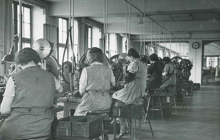 1945 Shutdown and restart of production