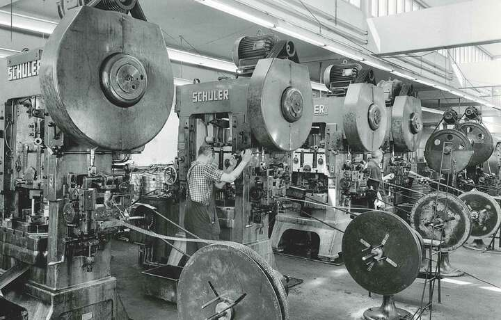 1968 First chain tensioners delivered to Opel