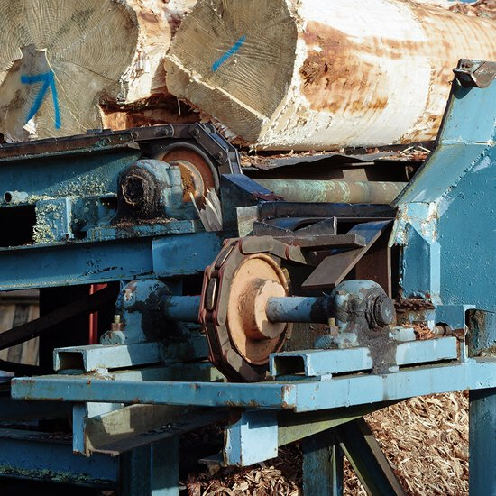 iwis roller chains with sawtooth plates and solutions for the timber industry